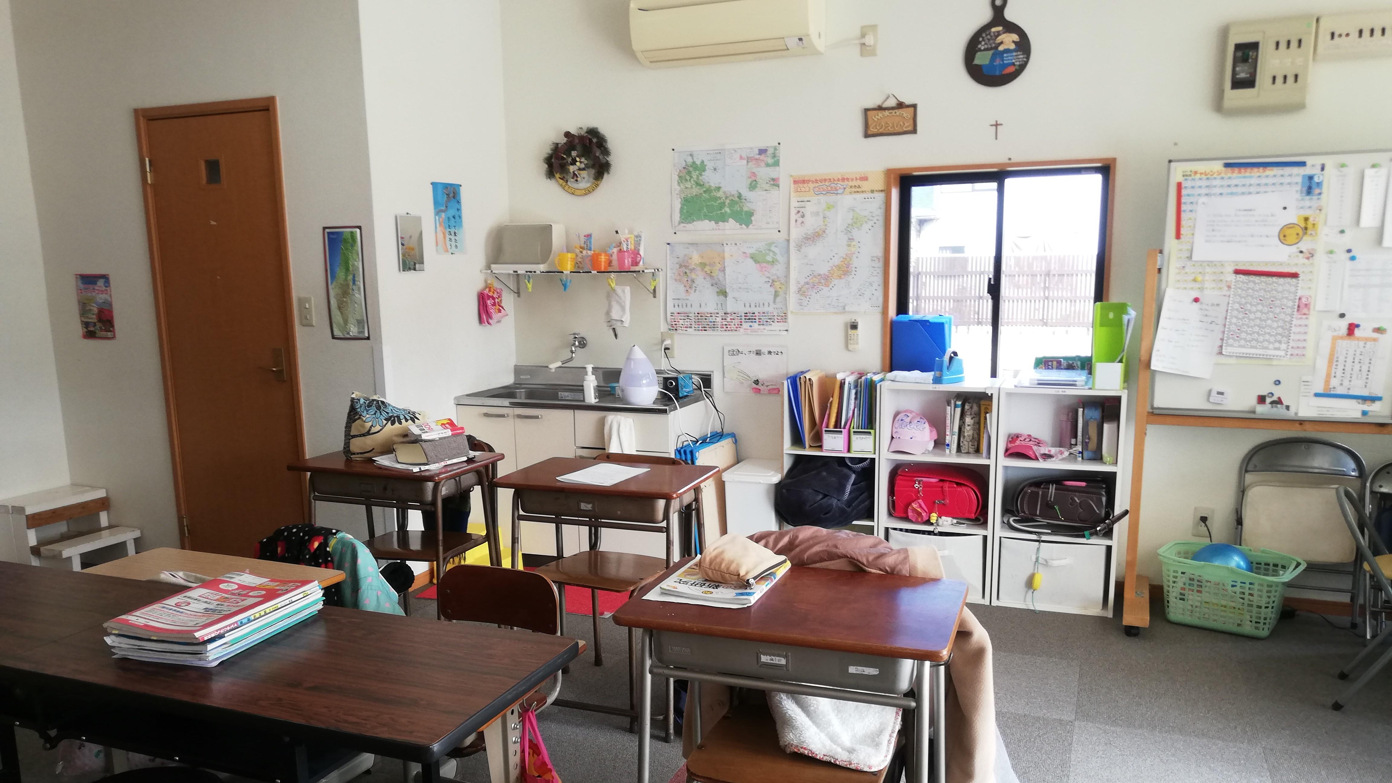 小学生の子ども達が学ぶ教室