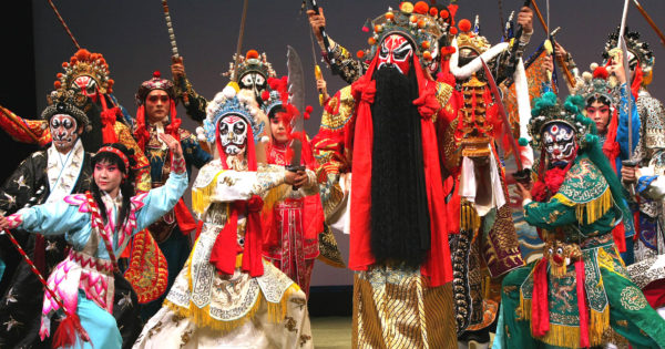 中国伝統芸能「京劇」の振興活動と福祉支援